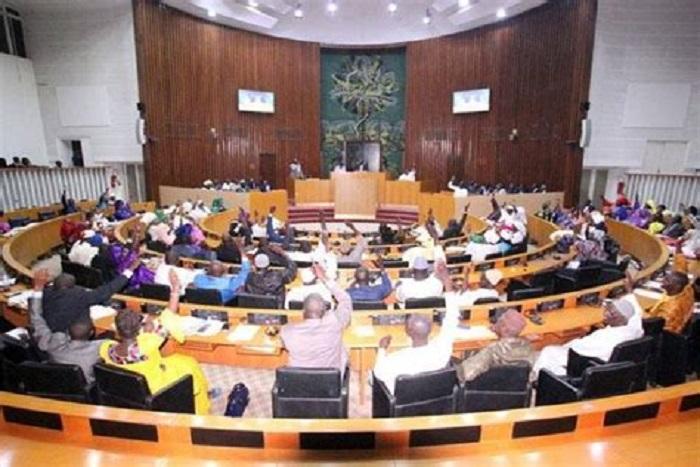 Pétrole et gaz du Sénégal : l'Assemblée donne carte blanche à Macky Sall pour...