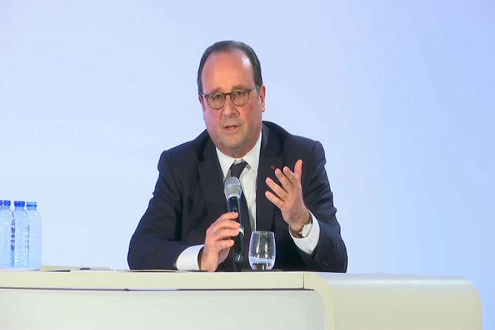 """""""Inventaire du quinquennat"""" de Hollande: l'ex-chef de l'Etat enchaîne les piques à Macron"""