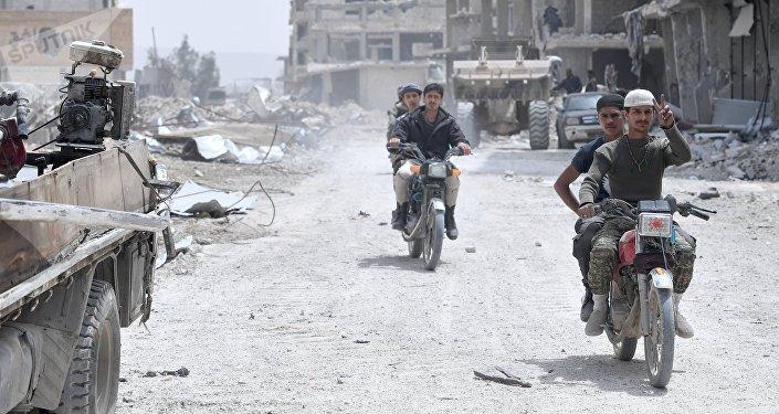 Syrie: 18 réfugiés trouvent la mort dans des frappes de la coalition US, selon Sana