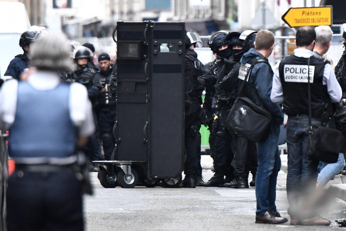 Fin de la prise d'otage à Paris : l'auteur interpellé et les otages libérés sains et saufs