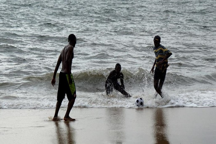 Gabon: la disparition de plusieurs élèves après une baignade fait polémique