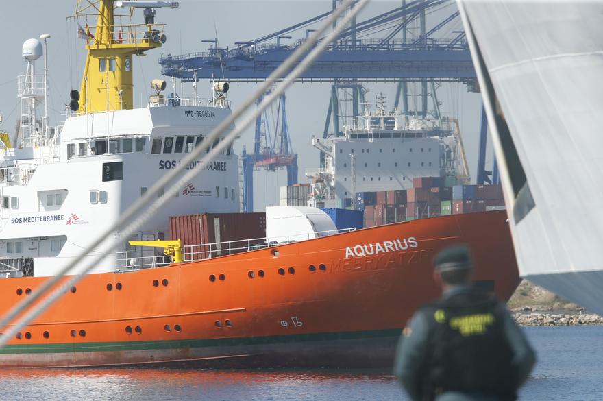 L'Aquarius fait son entrée dans le port espagnol de Valence