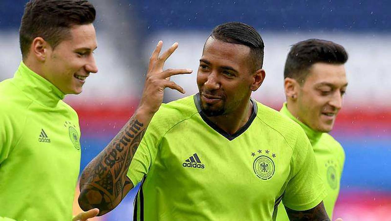 """Le joueur allemand Jérôme Boateng manifeste sa joie après la victoire des """"Lions"""""""