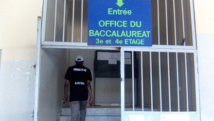 Fraudes Au Bac Le Proviseur Du Lycée De Kahone Déballe Tout Et