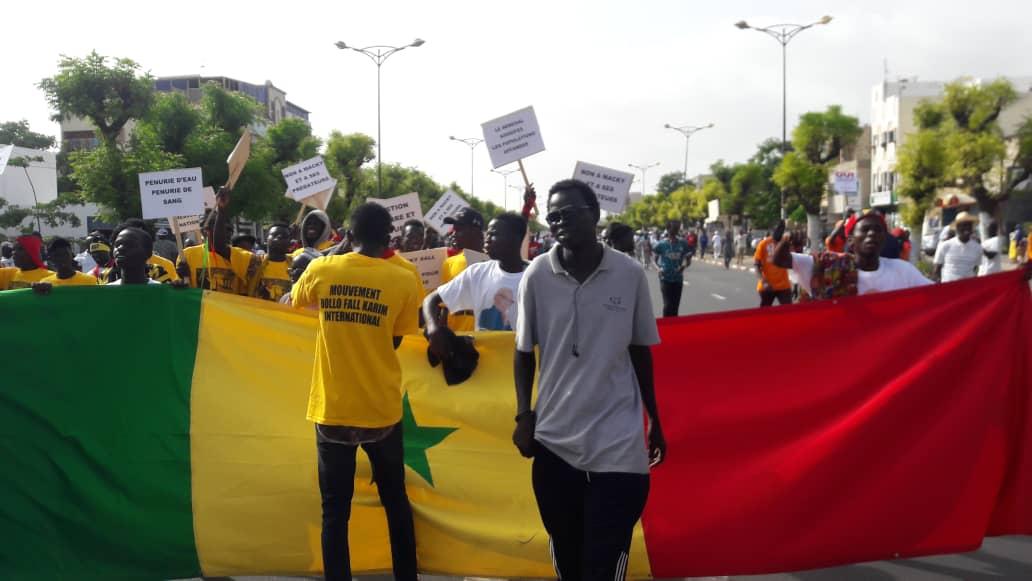 Marche de l'opposition : Karimistes et Khalifistes se bagarrent, Idy absent, Sonko se...