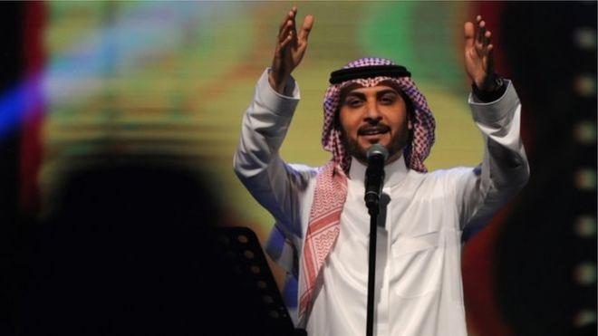 Une Saoudienne jugée pour une embrassade