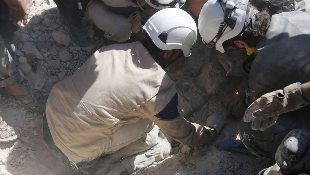 Syrie: 800 casques blancs et leurs familles évacués par Israël