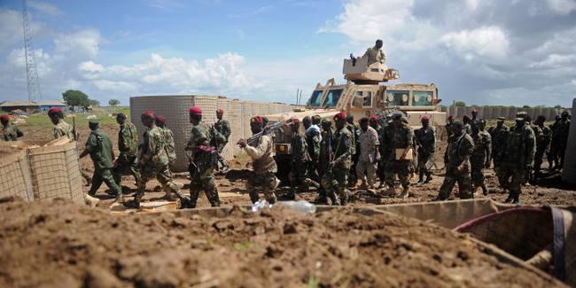 « Combats acharnés » lors de l'attaque d'une base militaire somalienne par les islamistes chabab