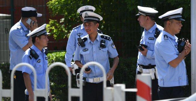 Chine: l'explosion devant l'ambassade des Etats-Unis causée par un individu qui s'est blessé
