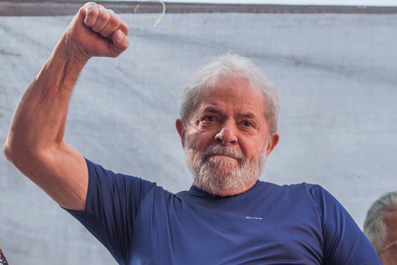 Brésil : le prisonnier Lula investi à la Présidentielle