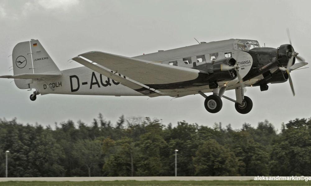 Suisse: plusieurs morts dans le crash d'un avion de collection