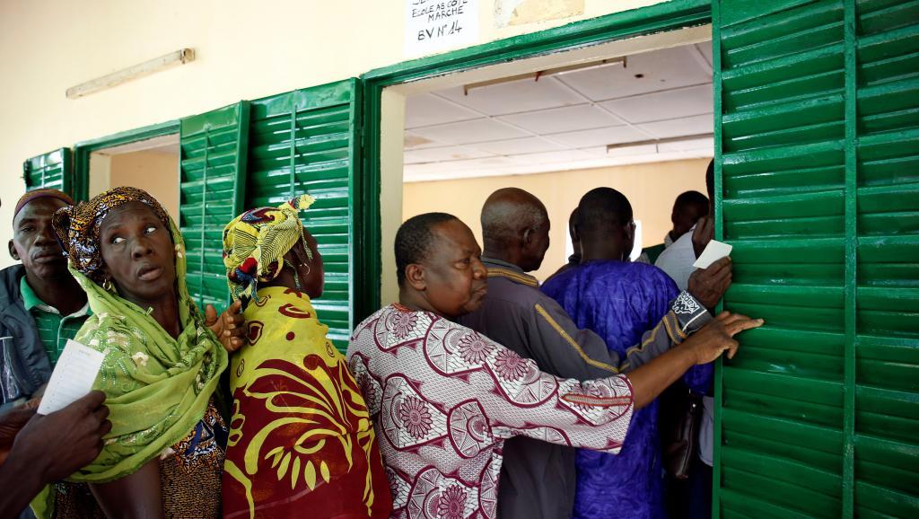 Jour de vote au Mali: une présidentielle sous surveillance