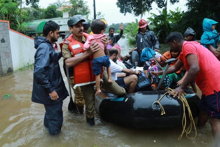 Inondations dans le Kerala en Inde: le bilan s'alourdit et s'élève à plus de 324 morts