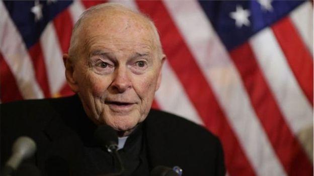  Le pape François invité à démissionner