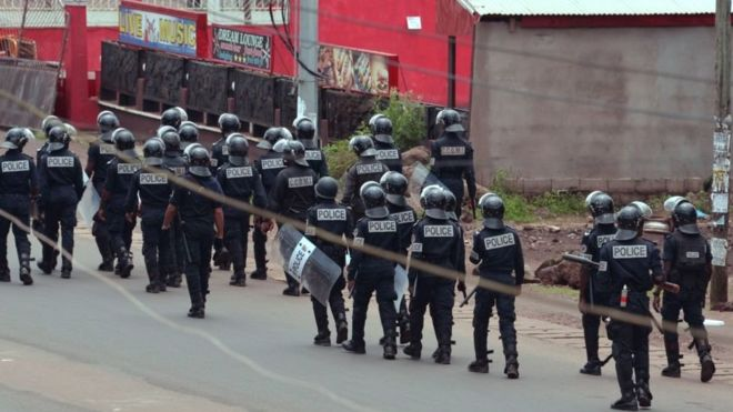 Peur et regain de violence au Cameroun