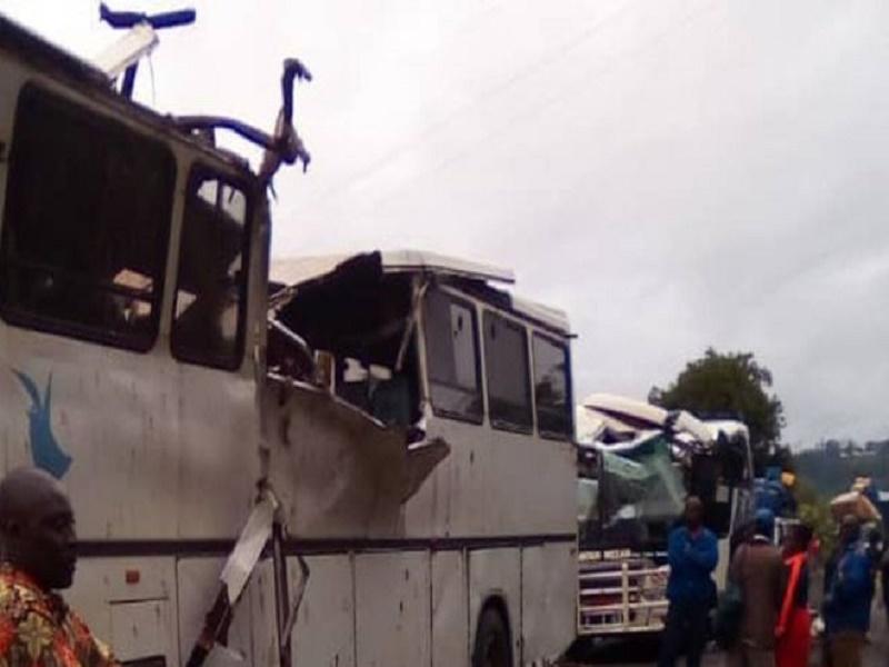 Un convoi de bus attaqué au Cameroun