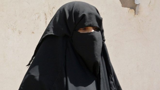 Un égyptien arrêté pour avoir mangé avec une femme