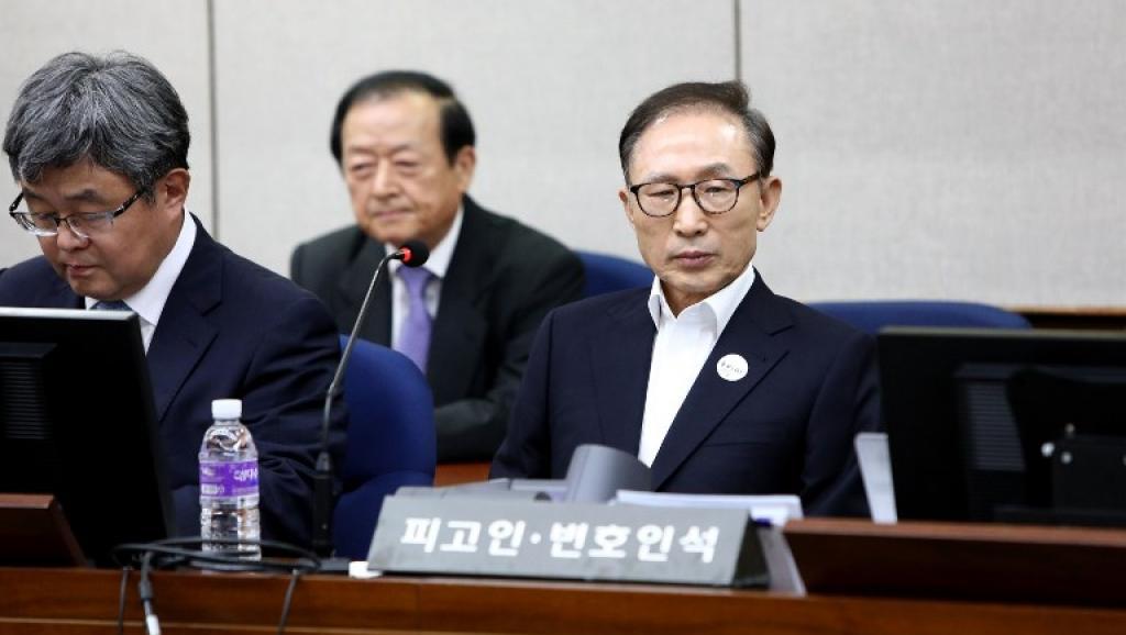 Corée du Sud: l'ex-président Lee Myung-bak condamné à 15 ans de prison