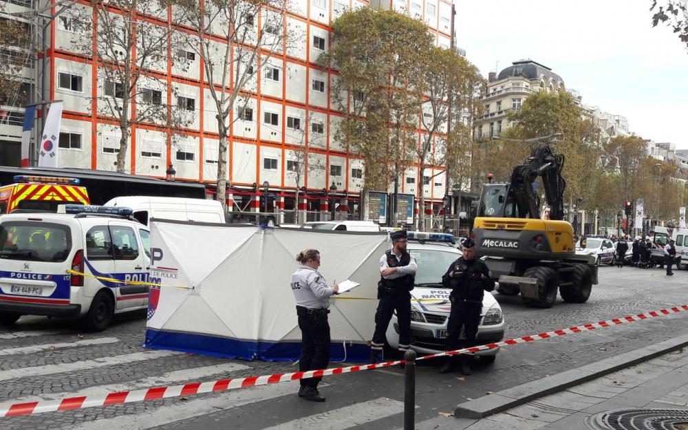 Paris: une fillette tuée par un engin de chantier sur les Champs-Élysées
