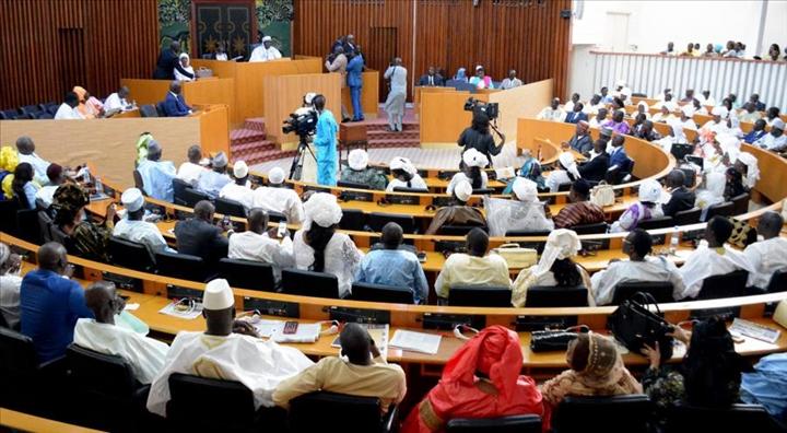 #SessionOrdinaireAssembléeNationale : Premiers heurts entre Cheikh Bara Doly et Awa Guèye, la séance suspendue
