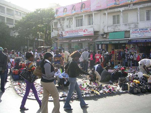 Sandaga : les marchands en ont marre des marches qui perturbent leurs commerces