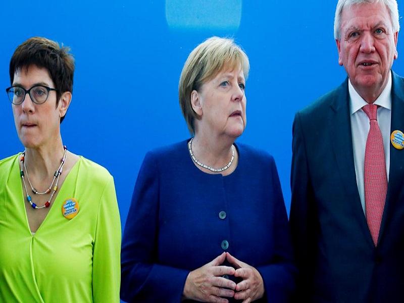 Après la gifle électorale en Bavière, Merkel recadre son gouvernement