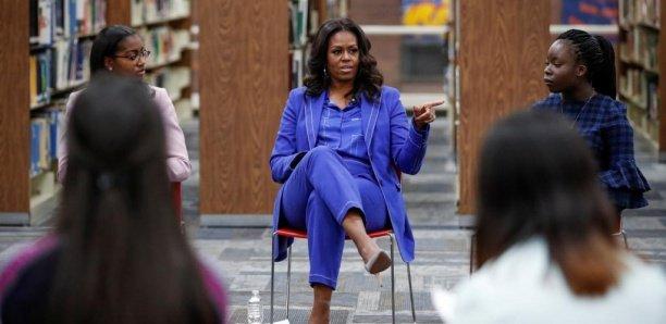 Michelle Obama publie ses mémoires, entre confessions et tacles contre Trump