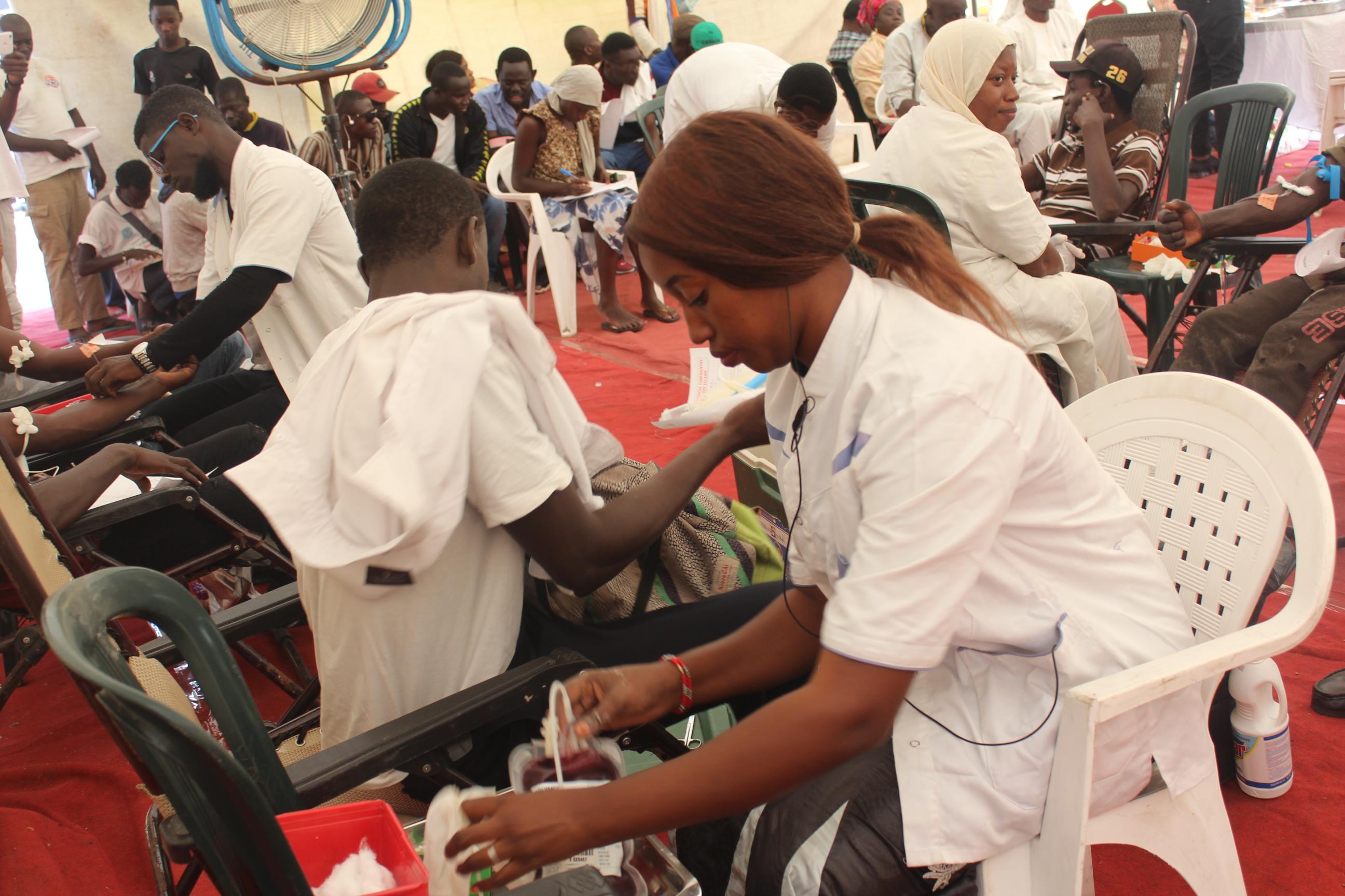 #Les10AnsDePressAfrik : En Direct du don de sang au rond-point jet d'eau (photos et vidéo)