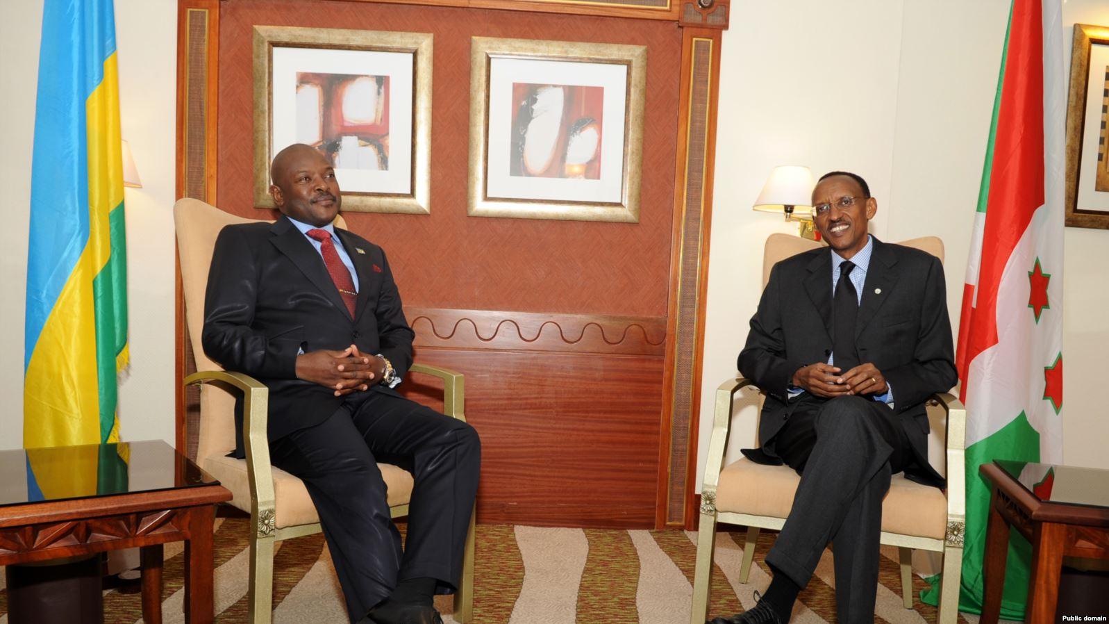 Le président burundais Pierre Nkurunziza (à gauche) et son homologue rwandais Paul Kagame. (Photo non datée).
