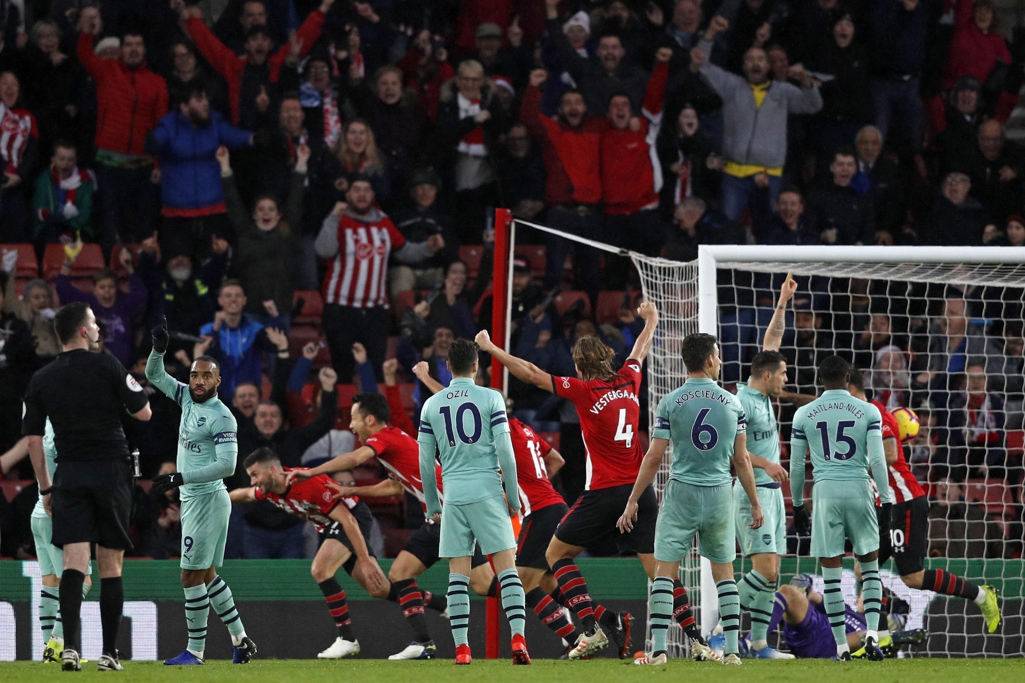 Arsenal chute à Southamton (3-2)