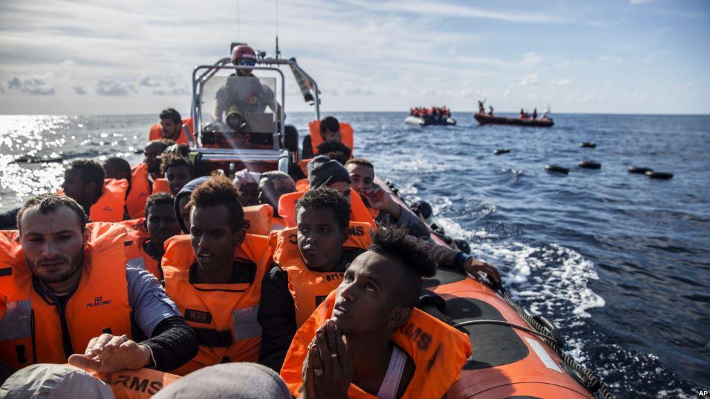 Plus de 300 migrants secourus par une ONG arrive en Espagne