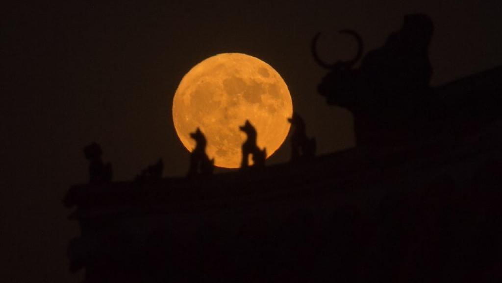 Espace: la Chine est le premier pays à alunir sur la face cachée de la Lune