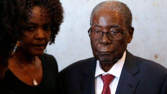 Une valise d'argent volée chez Mugabe