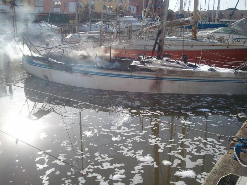 Incendie au port : deux bateaux prennent feu, un blessé noté