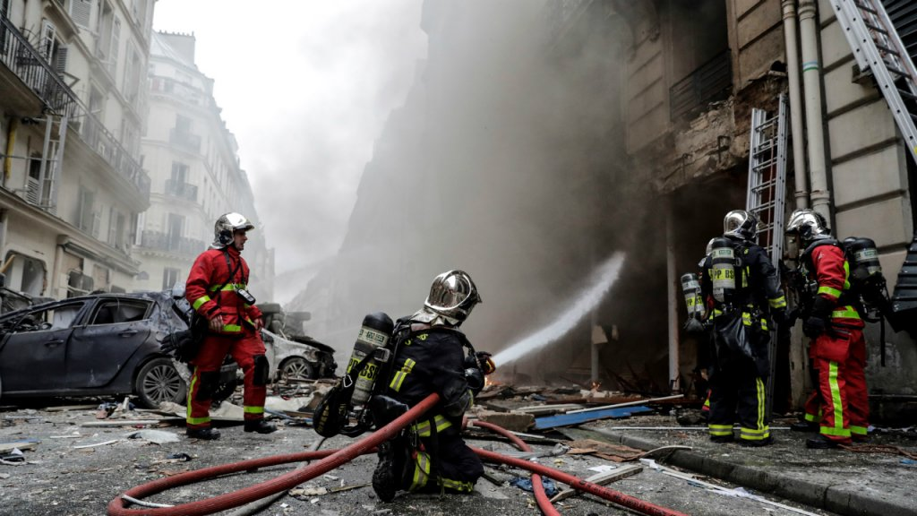 Forte explosion due au gaz dans une boulangerie à Paris, au moins 20 blessés