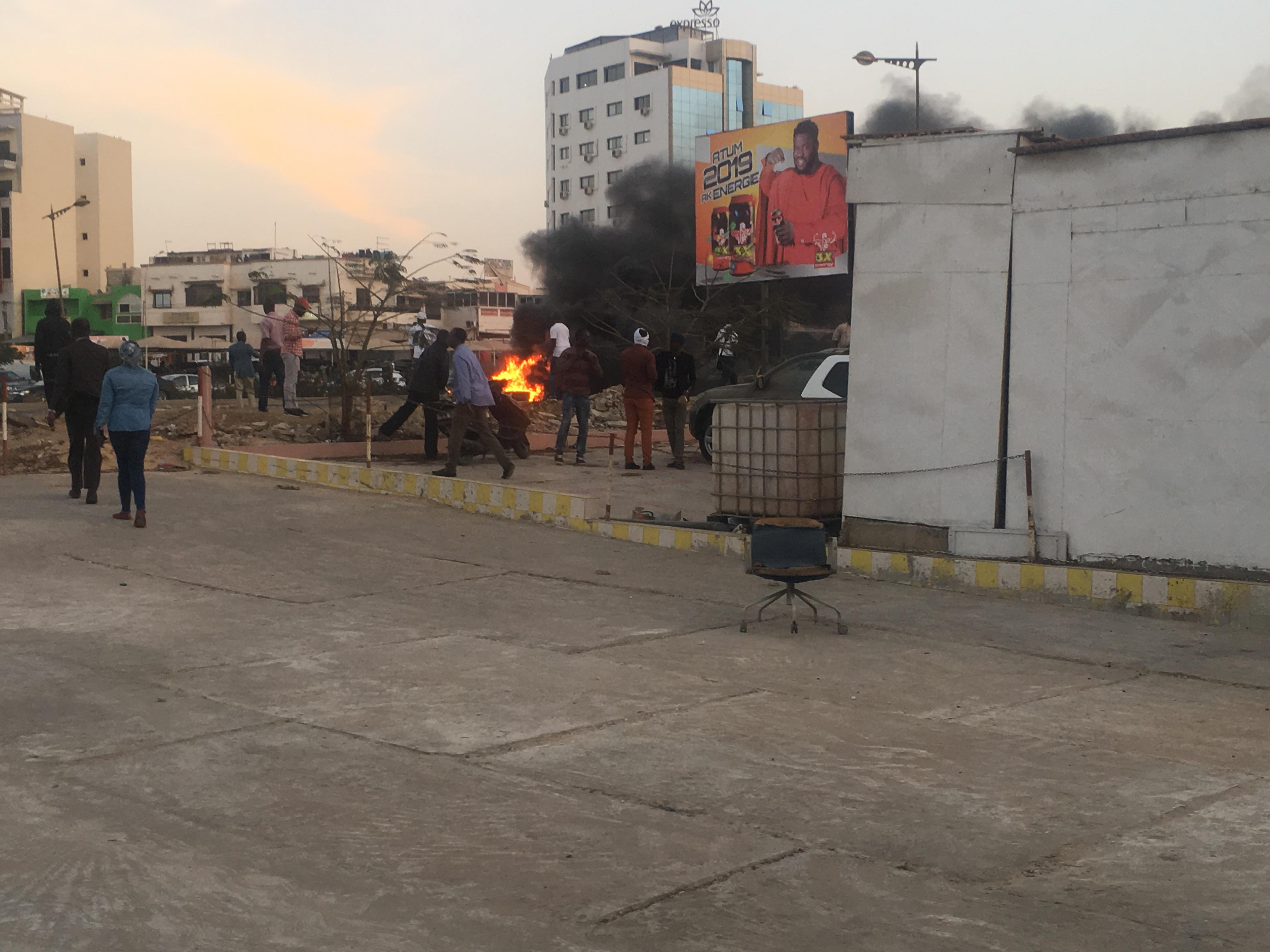 URGENT - Ça brûle au siège de Bokk Gis Gis : la VDN barrée