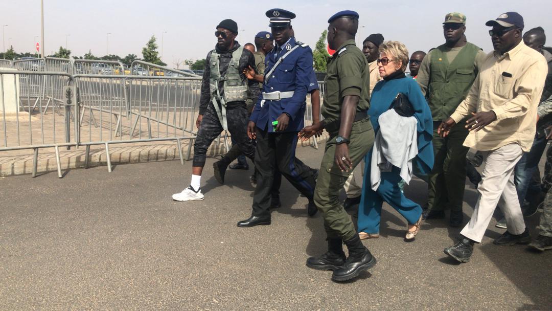 Vidéo+Photos - L'arrivée de Viviane Wade à l'Aéroport International Blaise Diagne