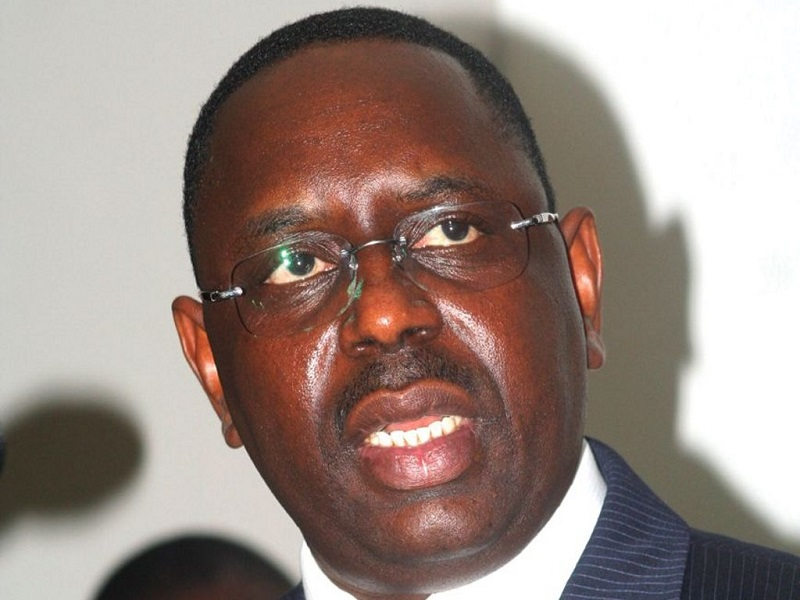Centre-pilote de Sébikotane Macky Sall devant