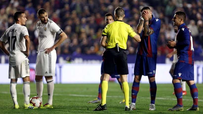 Liga : le Real Madrid s'impose à Levante dans un match marqué par la polémique