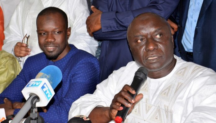 Ousmane Sonko appelle l'opposition et la Société civile à forcer Macky à faire des réformes pour consolider la démocratie