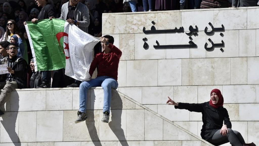 Algérie: l'opposition demande un report des élections