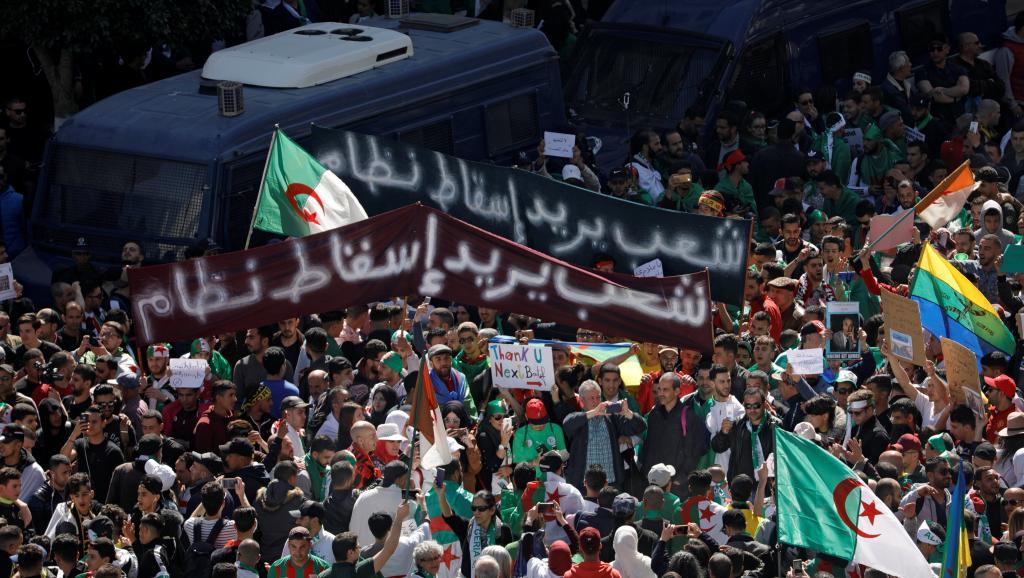 Algérie: forte mobilisation pour un vendredi test contre Bouteflika