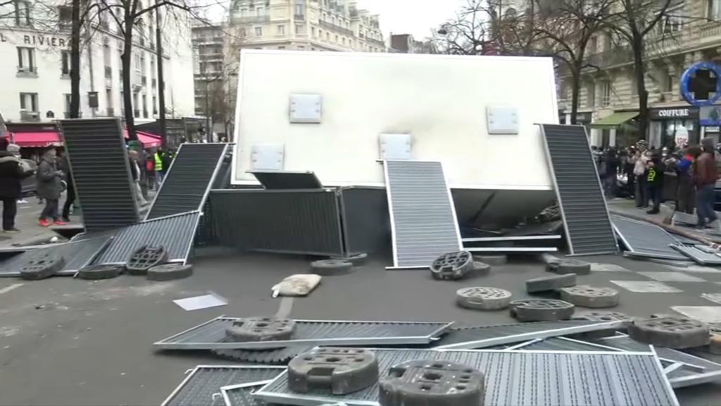 #GiletsJaunes: premiers affrontements notés à Paris pour le 18e rassemblement