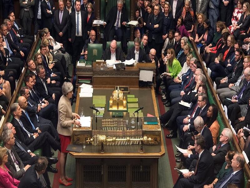 Brexit: la guerre des nerfs se poursuit à Londres