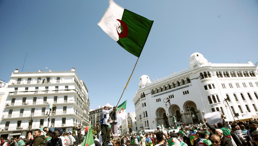 Algérie: une journée test pour les autorités après la démission de Bouteflika