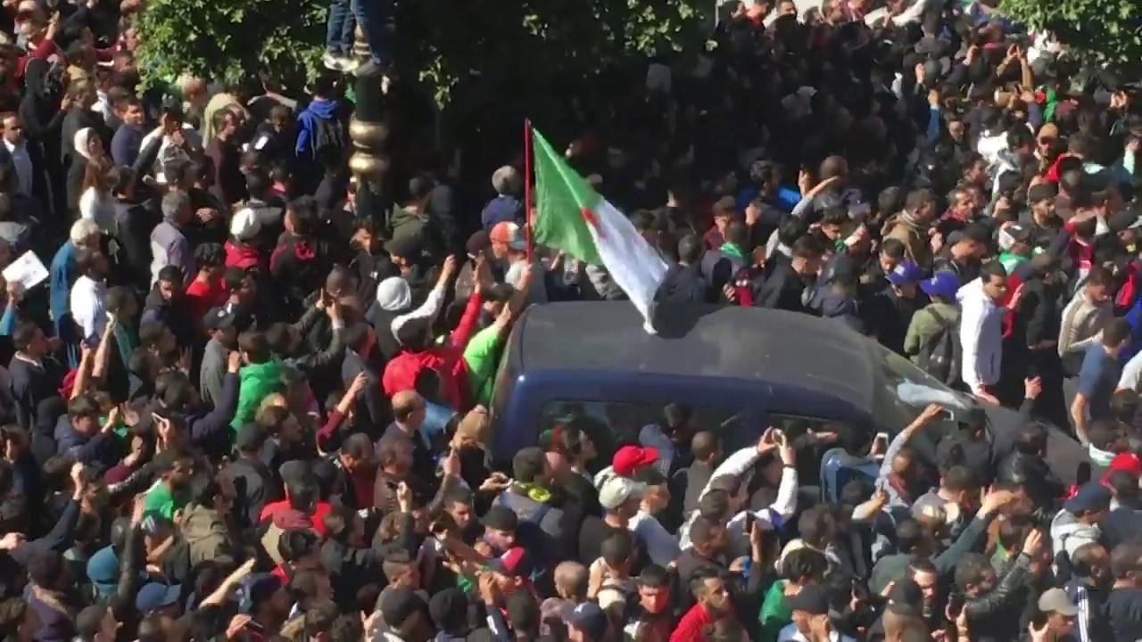 """Bensalah, dégage!"""": à Alger, les étudiants crient leur colère"""