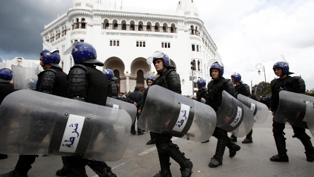 Algérie: dispositif policier important à l'aube du 8e vendredi de contestation