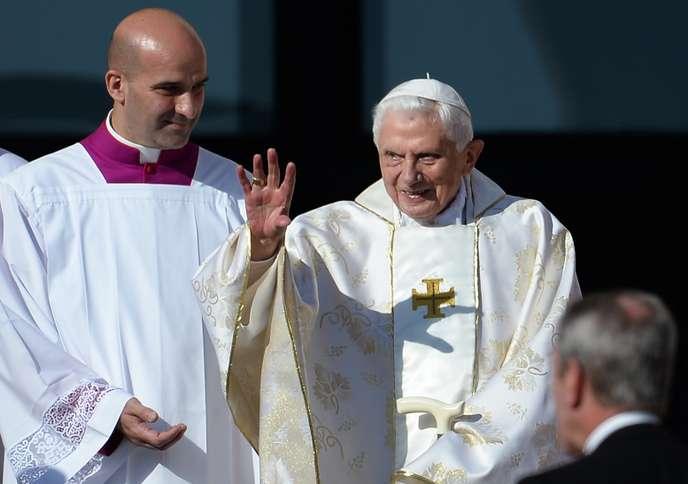 Benoît XVI attribue la pédophilie dans l'Eglise à Mai 68 et à « l'absence de Dieu »