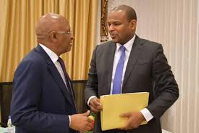 Mali: l'ancien Premier ministre Soumeylou Boubèye Maiga passe le témoin à son successeur