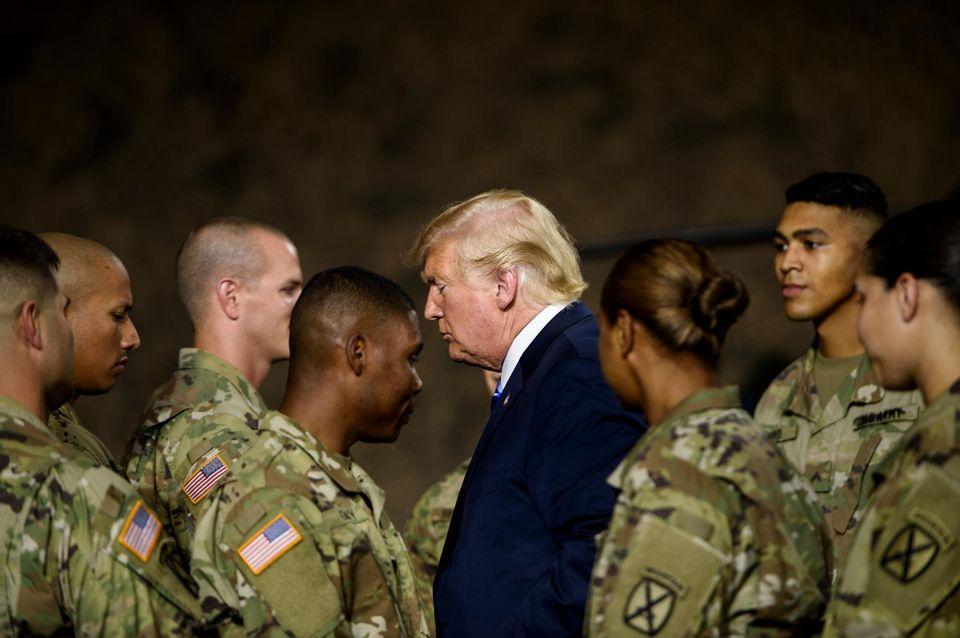 Trump déclare avoir envoyé des soldats armés à la frontière mexicaine
